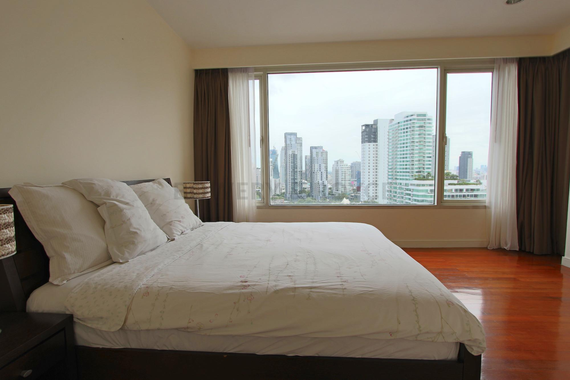 Great-Location-Three-Bedroom-Condo-for-Rent-in-Thong-Lor-10