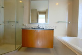 Great-Location-Three-Bedroom-Condo-for-Rent-in-Thong-Lor-12
