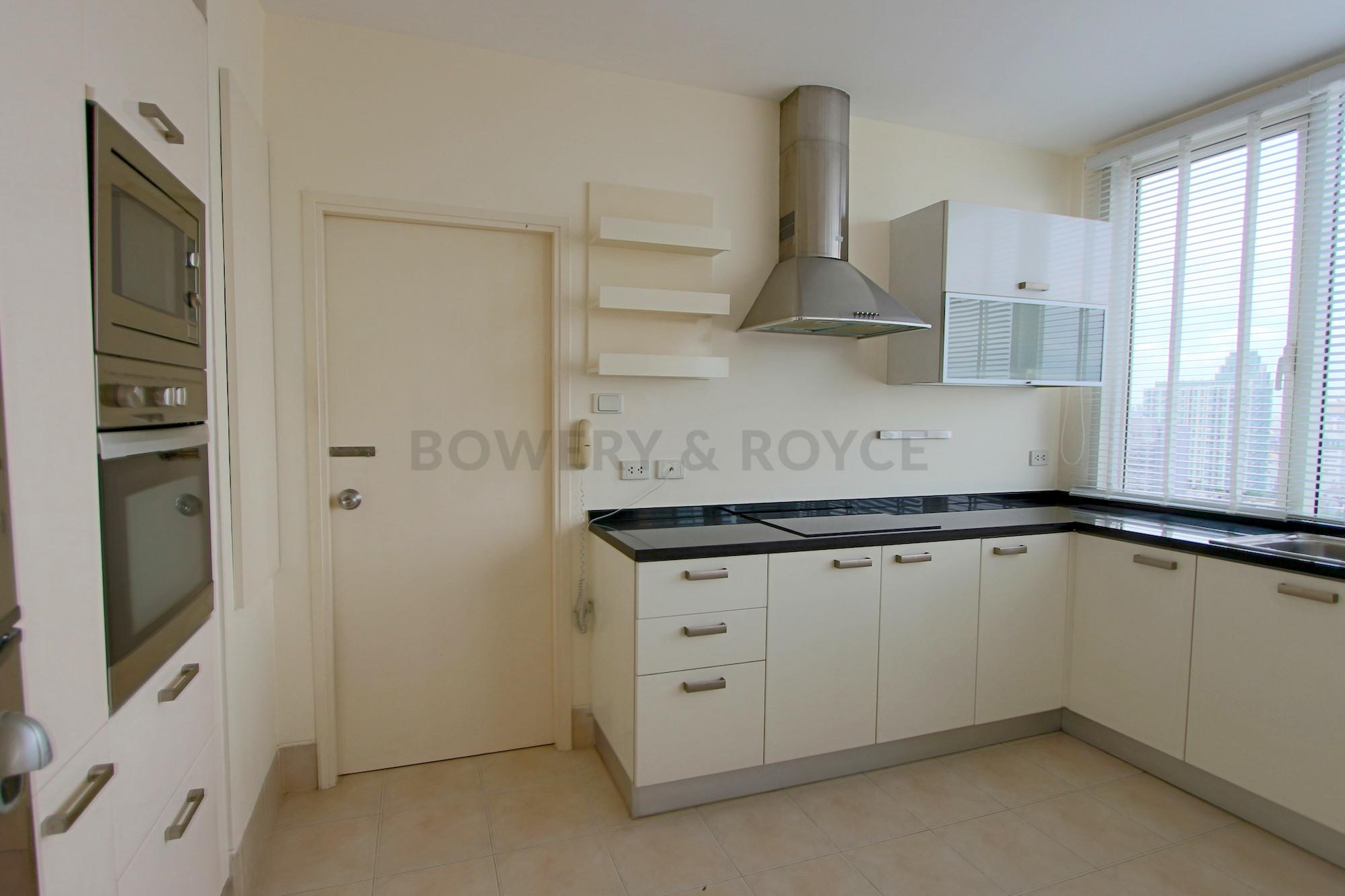 Great-Location-Three-Bedroom-Condo-for-Rent-in-Thong-Lor-8