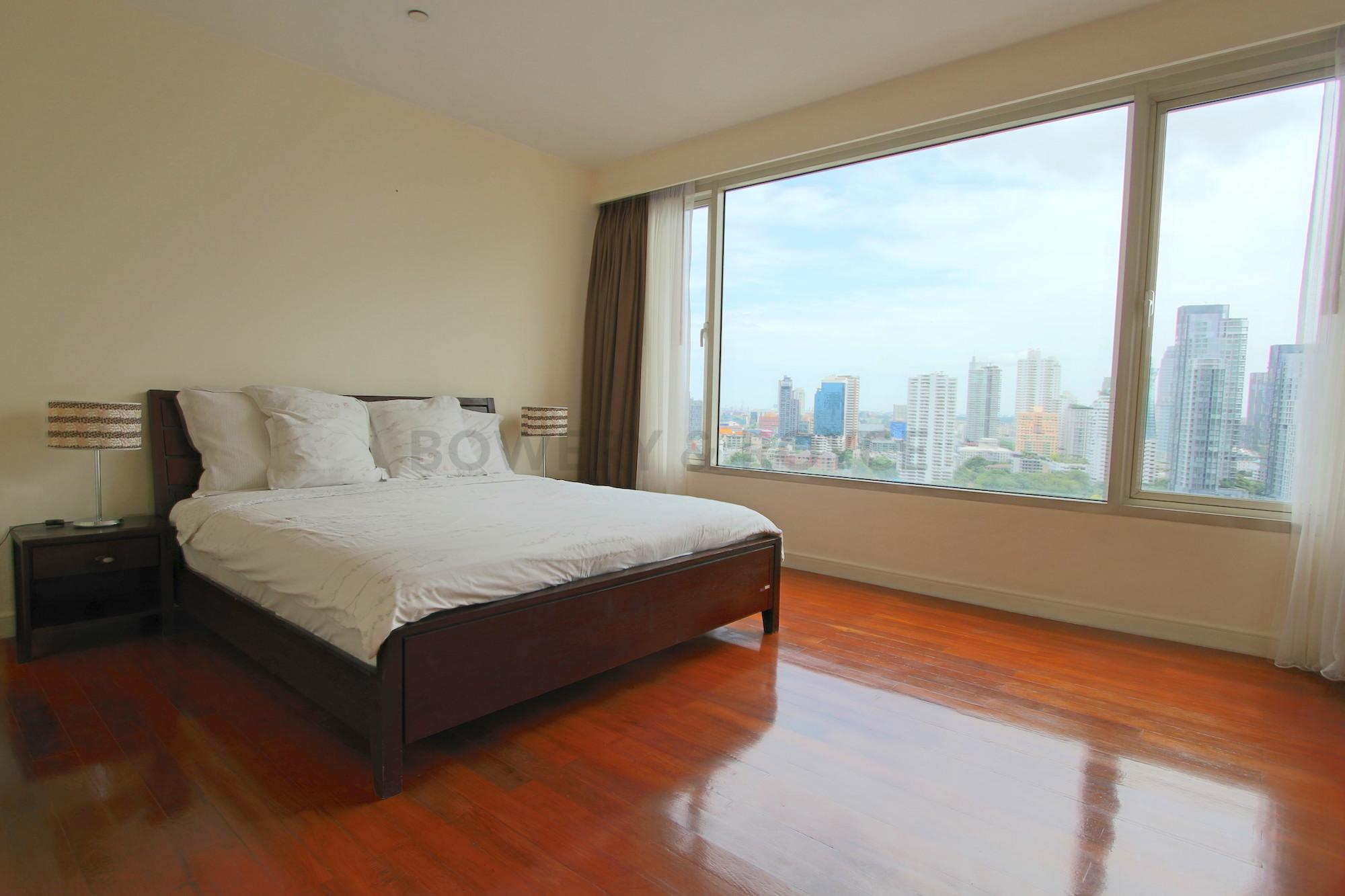 Great-Location-Three-Bedroom-Condo-for-Rent-in-Thong-Lor-9