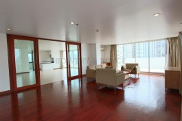 expansive-four-bedroom-condo-for-rent-in-phromphong-1