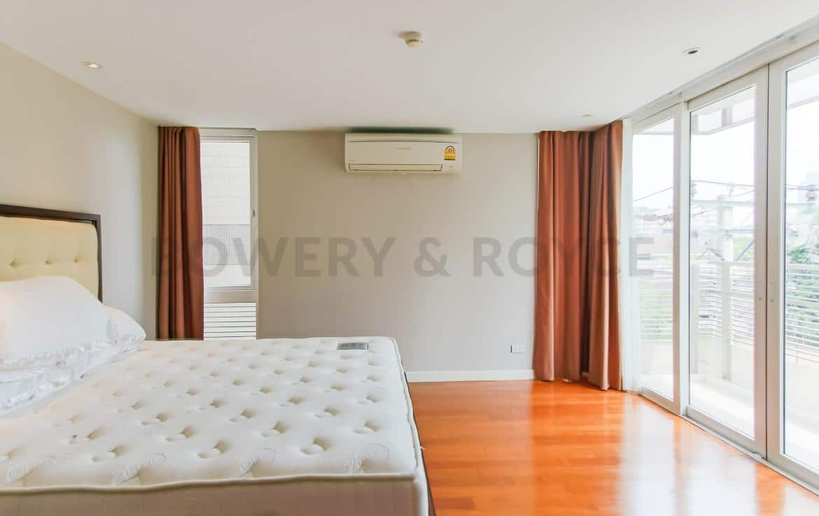 Captivating Three Bedroom Condo For Rent In Thong Lor-14