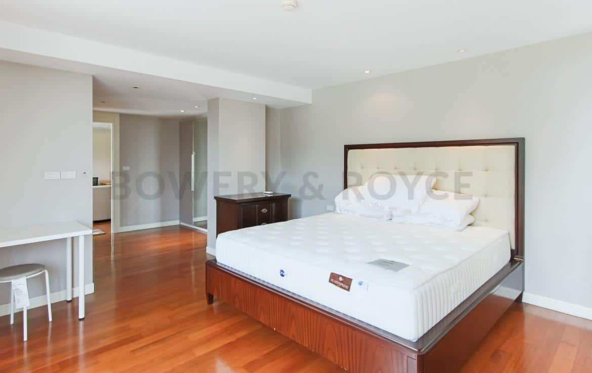 Captivating Three Bedroom Condo For Rent In Thong Lor-15