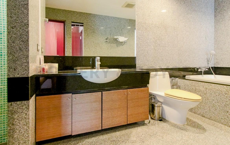 Large Two Bedroom Duplex For Rent in Phra Khanong-10-bathroom