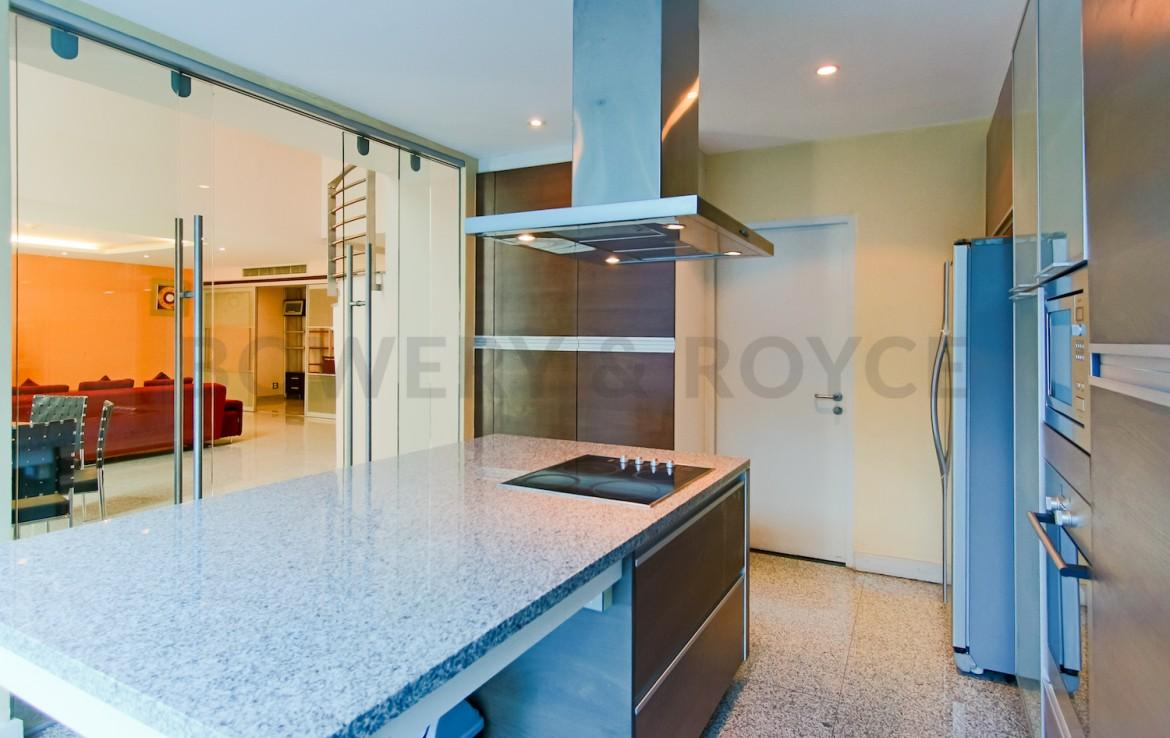 Large Two Bedroom Duplex For Rent in Phra Khanong-5-kitchen