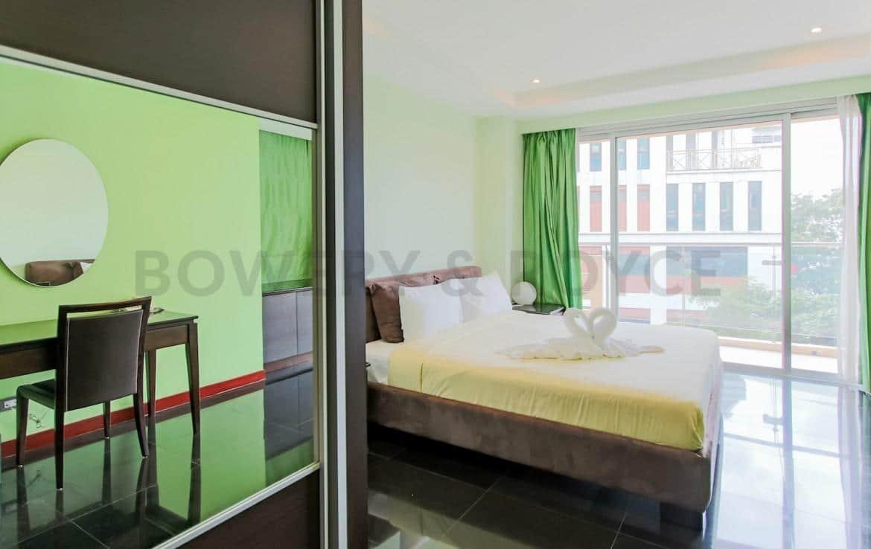 Large Two Bedroom Duplex For Rent in Phra Khanong-7-master-bedroom