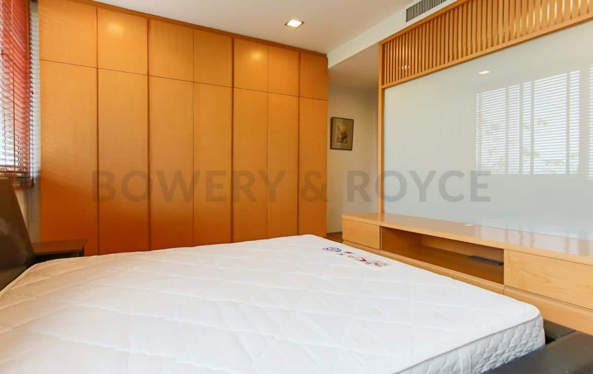 Spacious-Two-Bedroom-Condo-for-Rent-in-PhraKanong-5