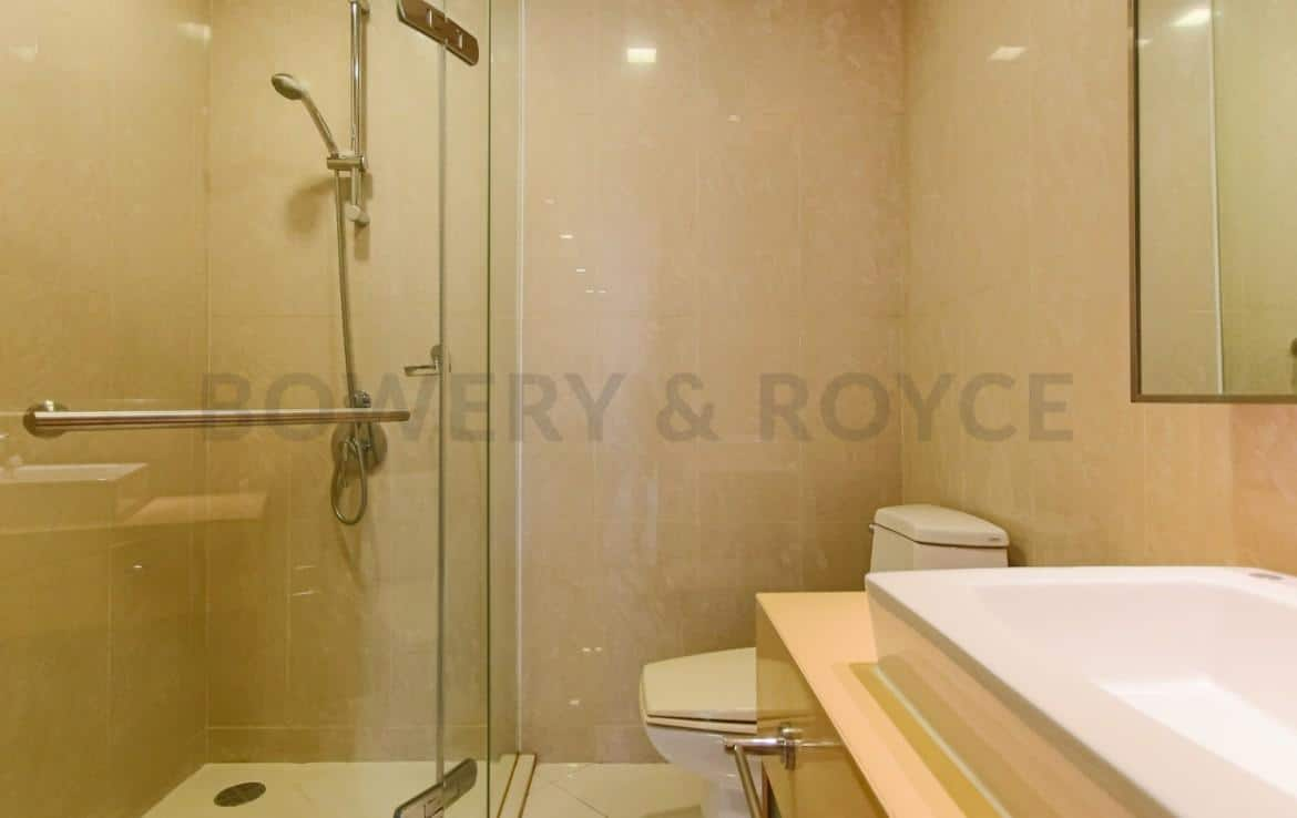 Spacious-Two-Bedroom-Condo-for-Rent-in-PhraKanong-8