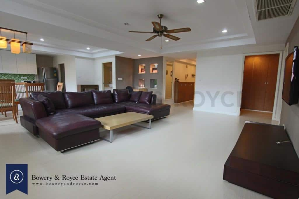 Spacious-three-bedroom-condo-for-rent-in-PhromPhong-1-1024x682