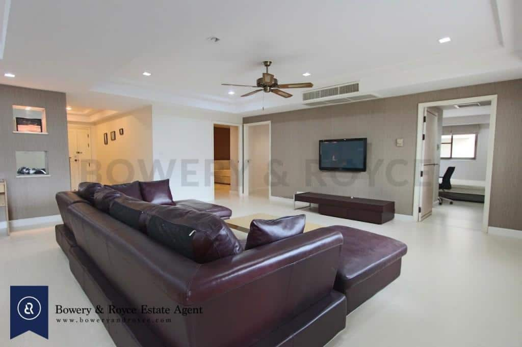 Spacious-three-bedroom-condo-for-rent-in-PhromPhong-3-1024x682