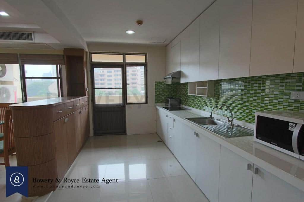 Spacious-three-bedroom-condo-for-rent-in-PhromPhong-7-1024x682