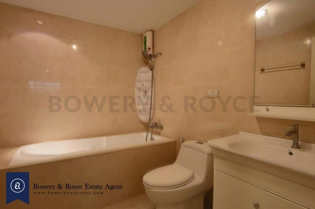 Spacious-three-bedroom-condo-for-rent-in-PhromPhong-8-1024x682