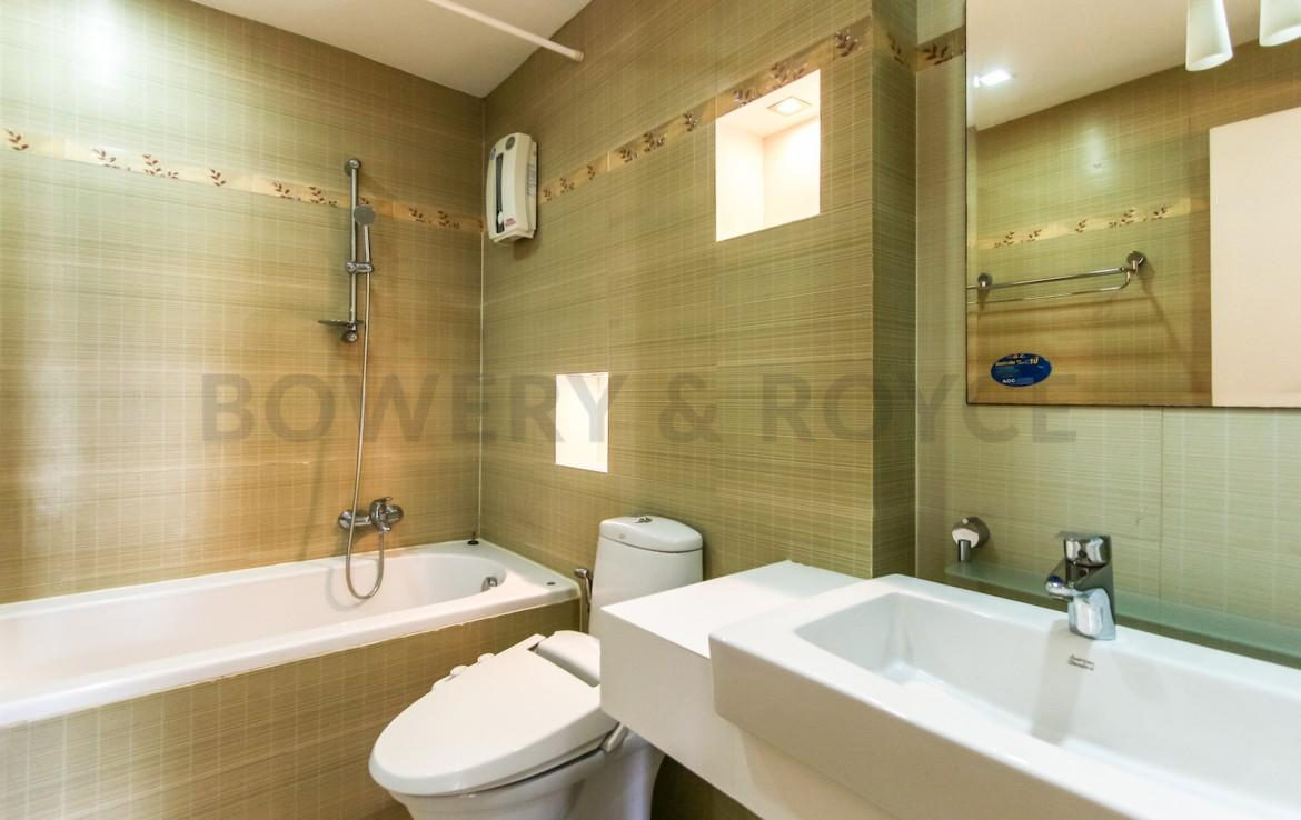 bright two bedroom condo for rent in Thong Lor-13
