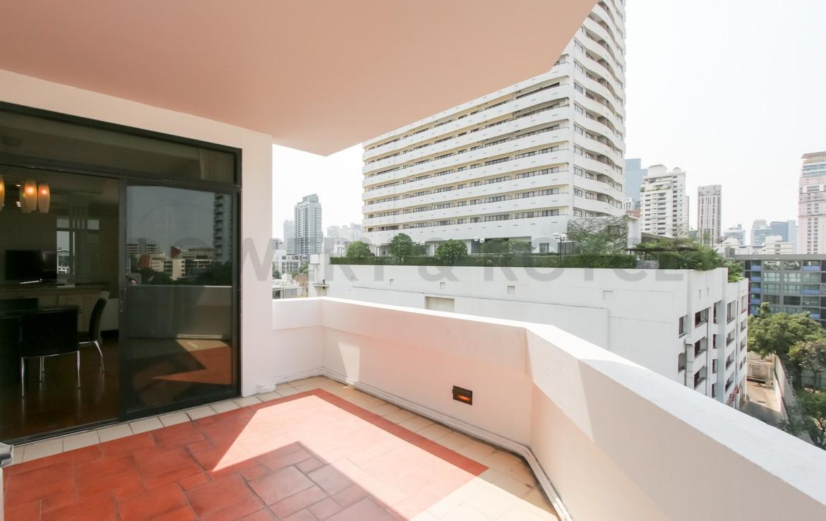 bright two bedroom condo for rent in Thong Lor-5