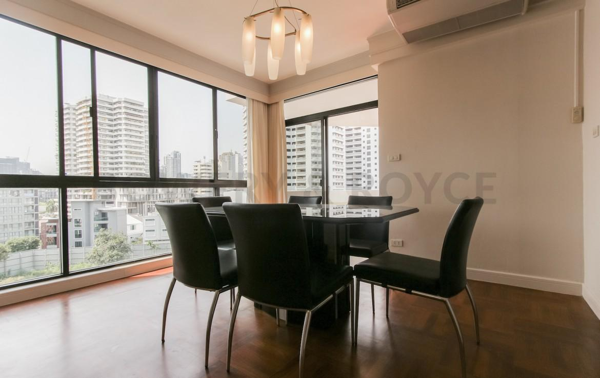 bright two bedroom condo for rent in Thong Lor-6