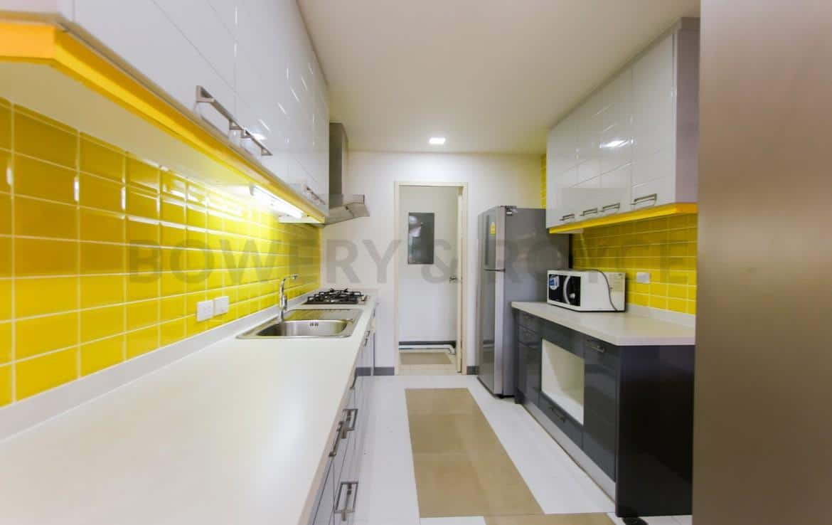 bright two bedroom condo for rent in Thong Lor-9