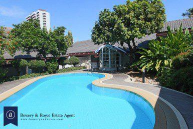 Beautiful-Four-Bedrooms-Villa-for-Rent-in-Ekkamai-1