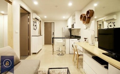 Beautiful-Modern-One-Bedroom-Condo-for-Rent-in-Asoke-1-living-room-area