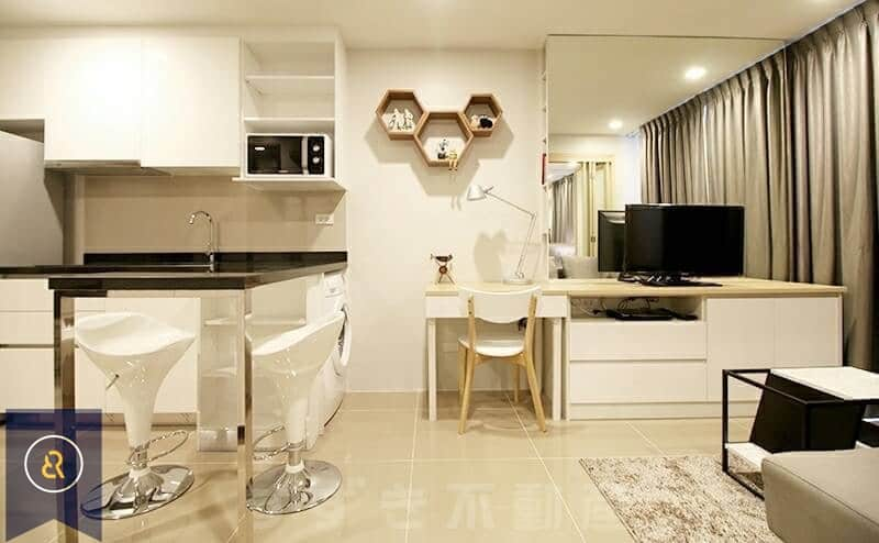 Beautiful-Modern-One-Bedroom-Condo-for-Rent-in-Asoke-2-open-living-area