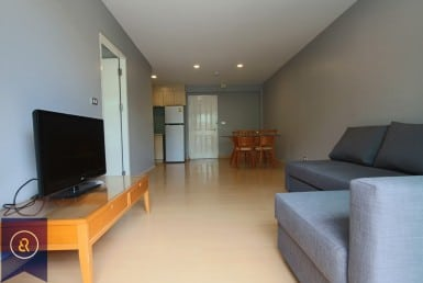 Delightful-one-bedroom-condo-for-rent-in-thong-lor-3-large-space-living-area-1024x683