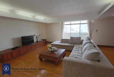 Immaculate-Three-Bedrooms-Condo-for-Rent-in-Phrom-Phong-1-1024x683