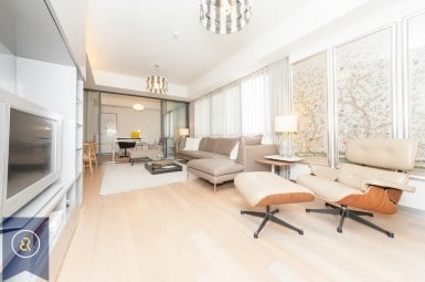 luxurious-three-bedroom-condo-for-rent-in-phrom-pong-Living-room