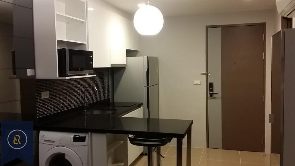 modern-one-bedroom-condo-for-rent-in-Asoke-5-1024x576