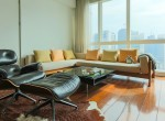 Desirable One Bedroom Condo for Rent in Asoke-7