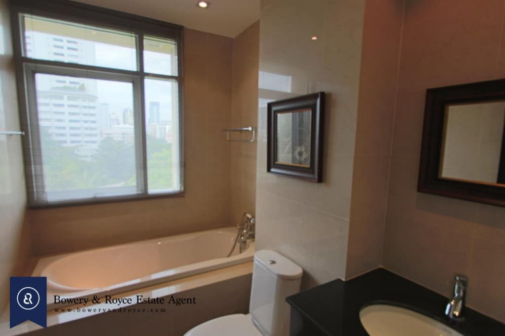 Elegant-Two-Bedroom-Condo-for-Rent-in-Phrom-Phong-8-1024x682