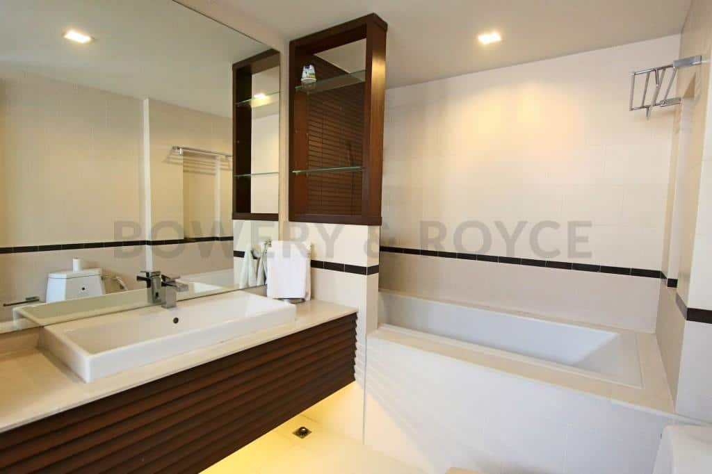 Great Location Four Bedroom House with Private Pool for Rent in Thong Lor