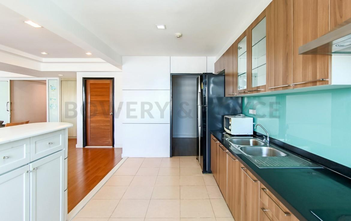 Great Location Three Bedroom Condo for Rent in Phrom Phong-1