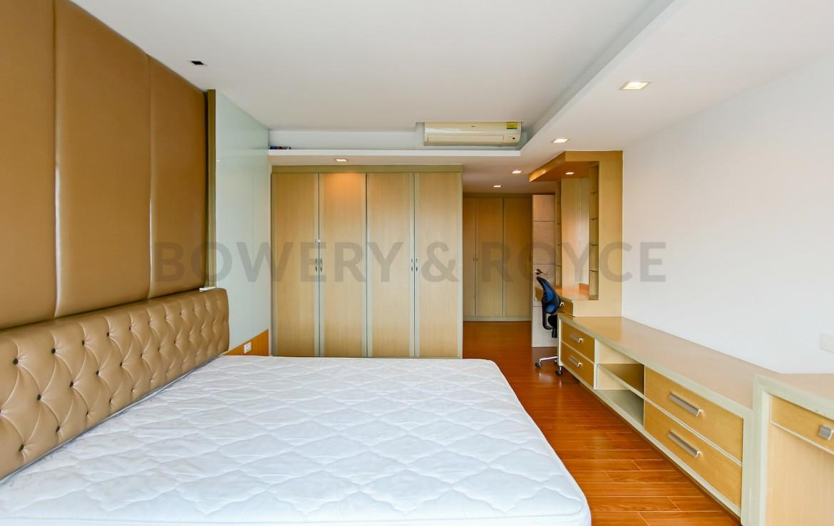 Great Location Three Bedroom Condo for Rent in Phrom Phong-9