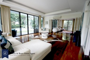 Immaculate-Four-Bedroom-Famliy-House-with-Private-Pool-for-Rent-in-Ekkamai-9-Living-Family-Rm-1
