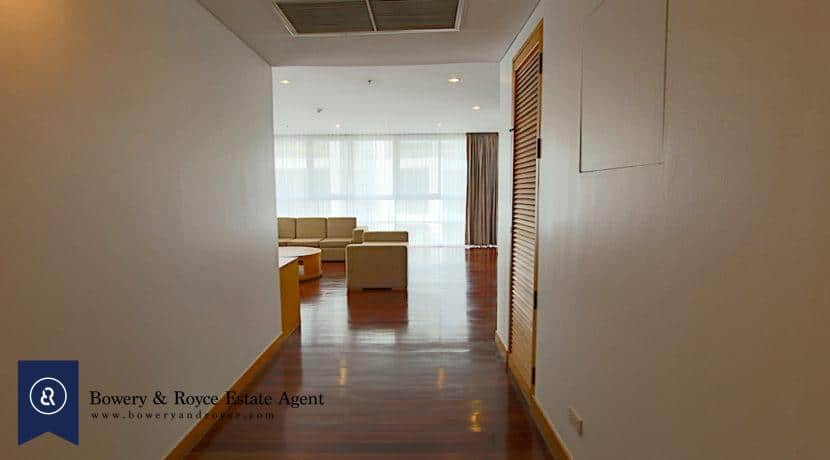 Immaculate Three Bedroom Condo for Rent in Ekkamai