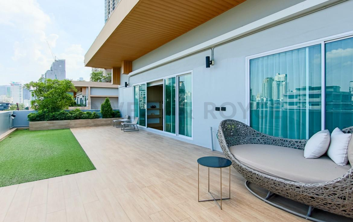 Large Outdoor Terrace Two Bedroom Condo for rent in Phrom Phong