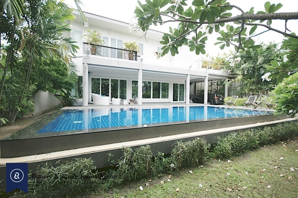 Modern-Spacious-Four-Bedroom-Plus-Pool-for-Rent-in-Ekkamai_9-1024x683