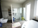Modern-Spacious-Four-Bedroom-Plus-Pool-for-Rent-in-Ekkamai_26_MasBath4-1024x683