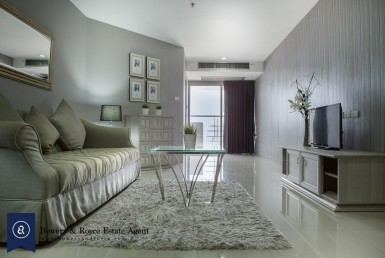 Professionally Decorated Two Bedroom Condo for Rent in Phrom Phong