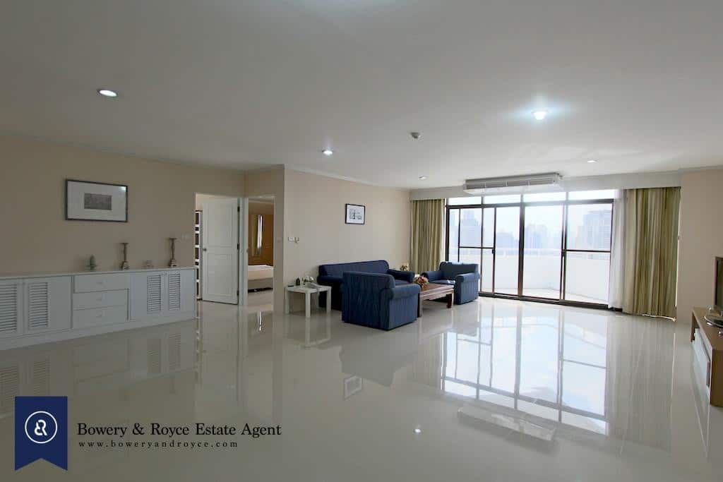 Spacious Three Bedroom Condo for Rent in Thong Lor