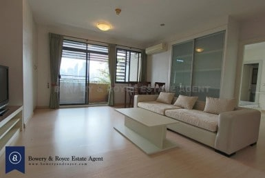 Spacious Two Bedroom Condo For Rent in Ekkamai