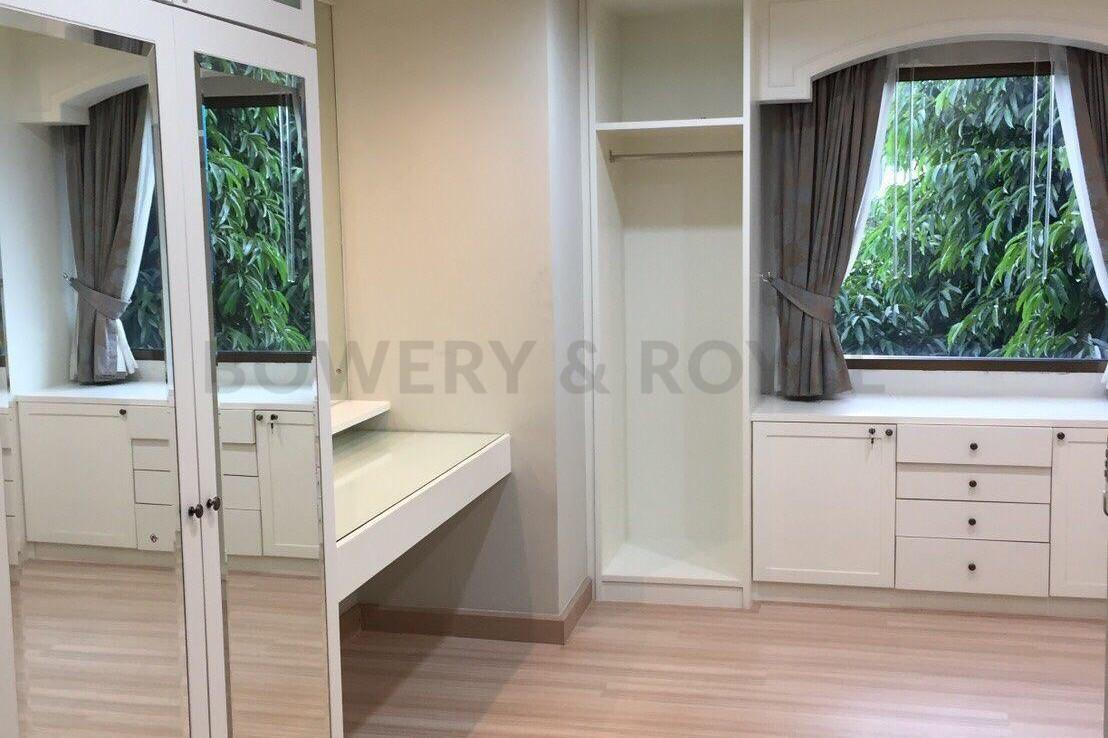 Spacious-three-bedroom-townhouse-for-sale-and-for-rent-in-ThongLor-10