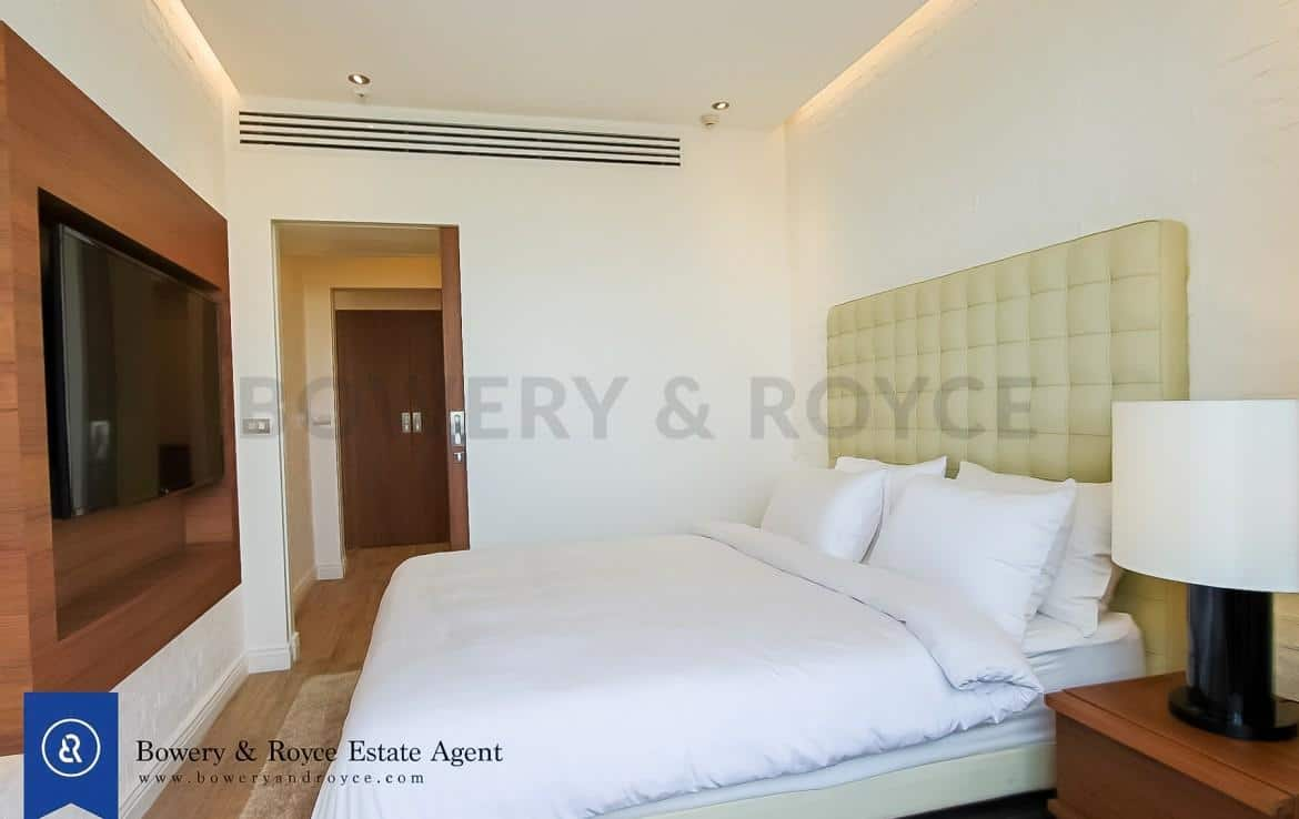 Tranquil & Lofty Two Bedroom Condo with Private Garden for Rent in Ekkamai