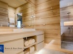 Tranquil-Lofty-Two-Bedroom-Condo-with-Private-Garden-for-Rent-in-Ekkamai-14-bathtubwith-seprate-shower