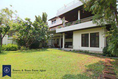 Unfurnished Four Bedroom Detached House for Rent in Ekkamai