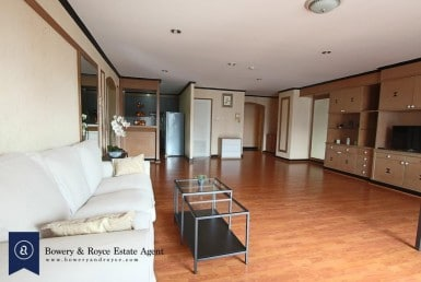 Well-Priced Three Bedroom Condo for Rent in Thong Lor