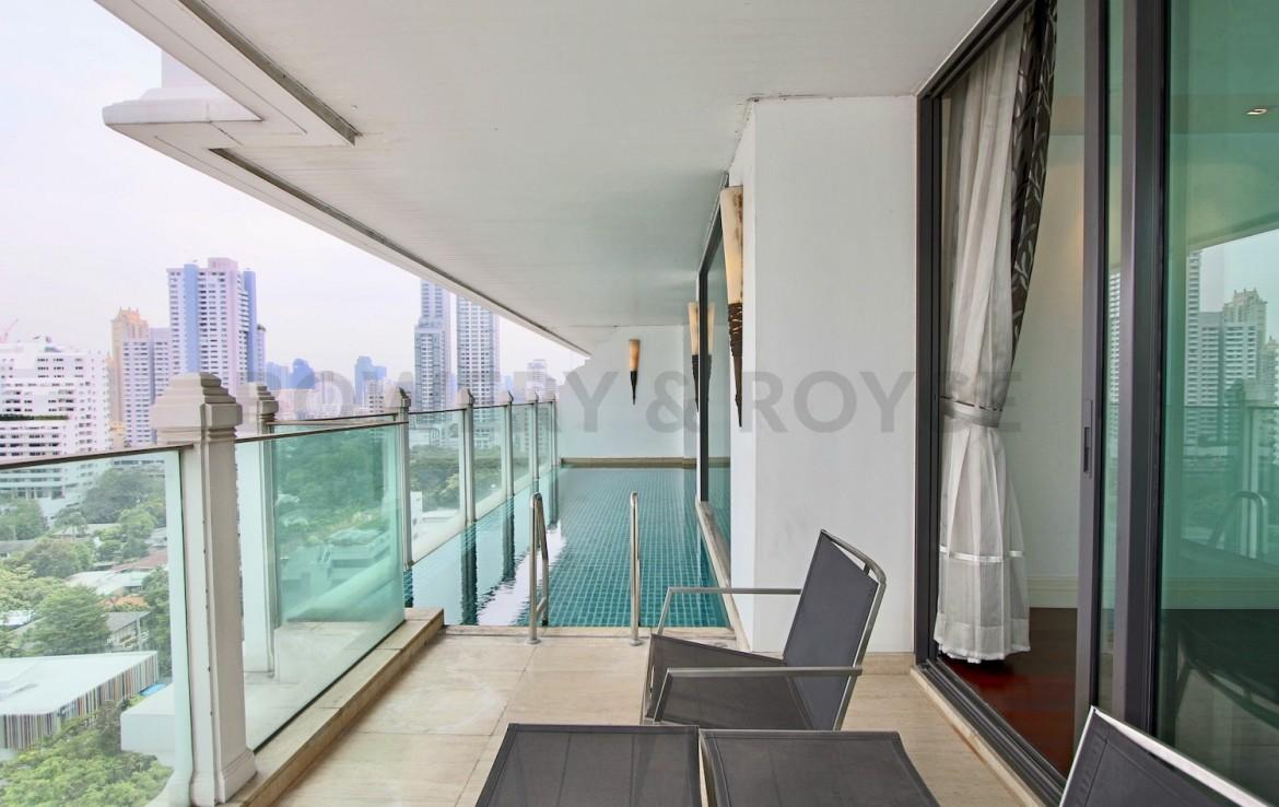 beautiful-two-bedroom-condo-with-pool-for-rent-in-phromphong-1