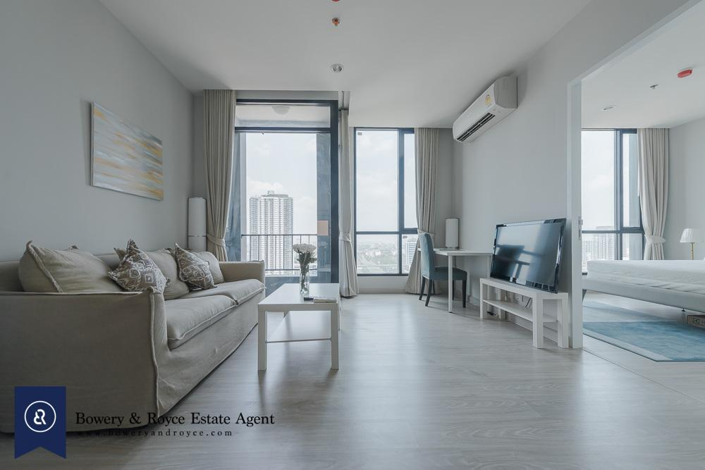 Bright One Bedroom Condo for Rent in Ekkamai