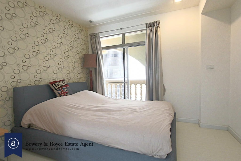 cozy-three-bedroom-condo-for-rent-in-phromphong-13-1024x683