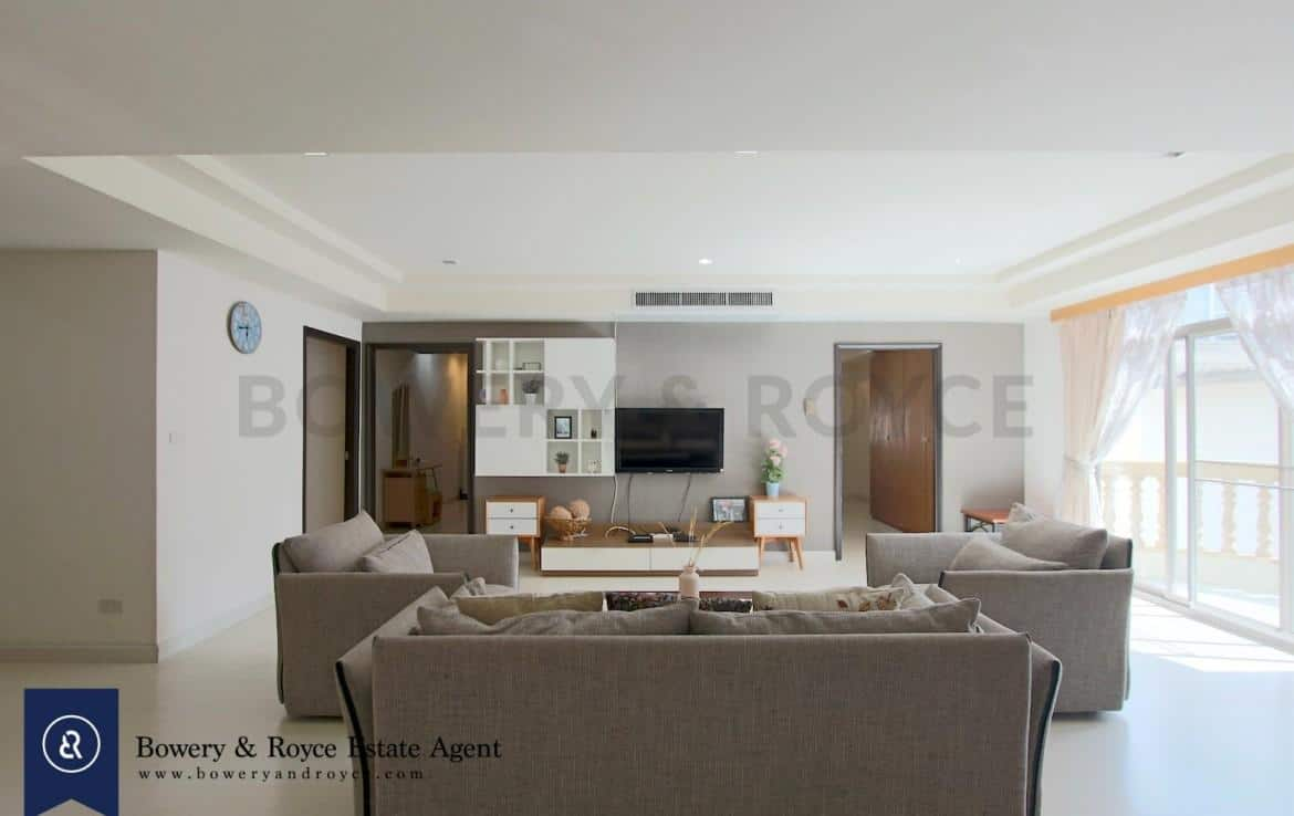 cozy-three-bedroom-condo-for-rent-in-phromphong-6