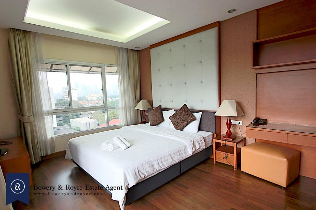immaculate-three-bedroom-condo-for-rent-in-ekkamai-12-1024x682
